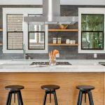 Кухонную вытяжку возможно разместить в любой зоне помещения