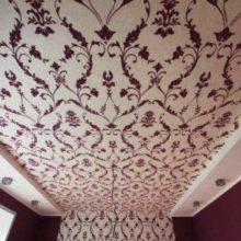 Оклейка потолка обоями