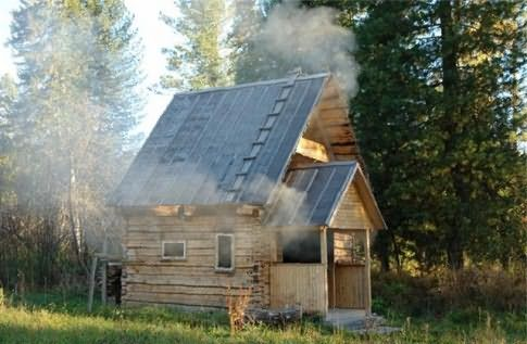 На фото традиционная русская баня в действии.