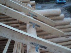 Монтаж стропильной системы двухскатной крыши на срубе