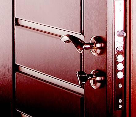 Дверная фурнитура для межкомнатных дверей: виды, установка и врезка
