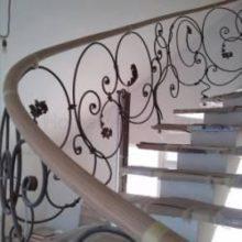 Создание деревянного поручня для лестницы