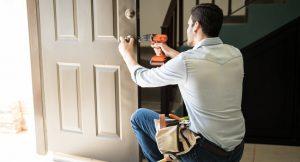Уплотнители для входных дверей и межкомнатных конструкций: виды, выбор и монтаж