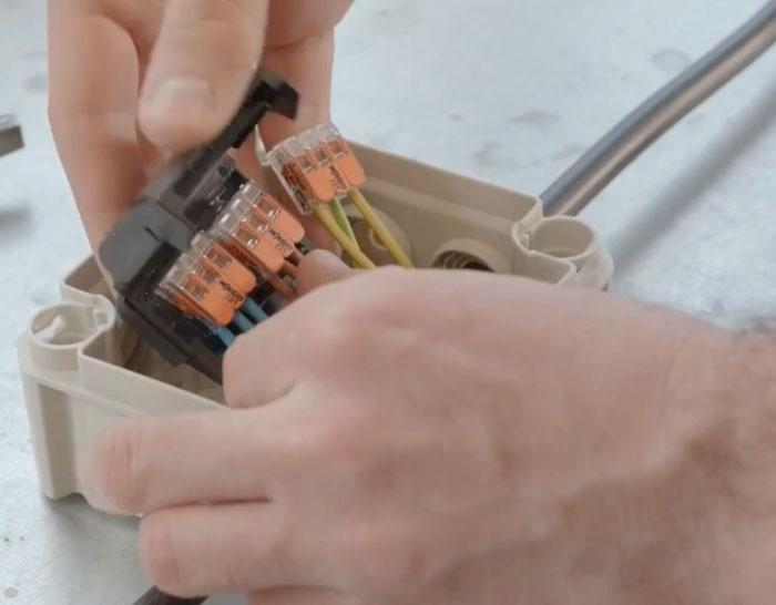 Соединение клемм Ваго в герметичной муфте